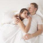 【夢占い】添い寝の夢。異性、芸能人、好きな人など